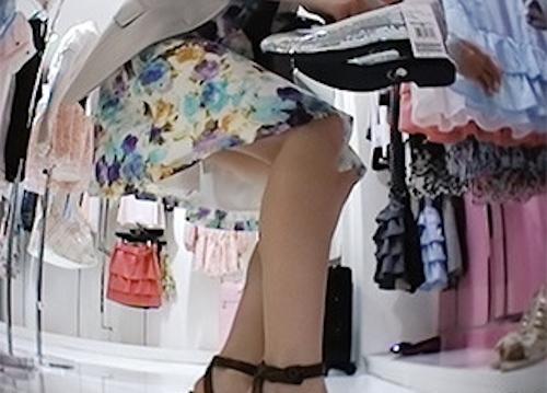 アパレルショップの美人店員のスカート内盗撮パンティ画像3 3