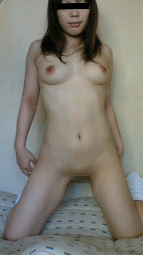 美乳&パイパンな素人美女の自分撮りヌード流出画像 7