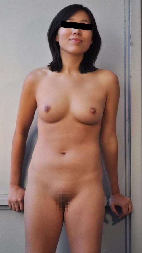 パイパン素人美女のノーブラ乳首ポッチ&ヌード画像 3