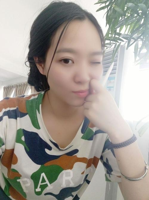 巨乳なアジアン美女の自分撮りヌード画像 2