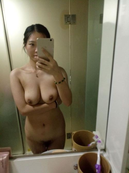 巨乳なアジアン美女の自分撮りヌード画像 5