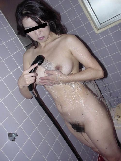 美人高校教師の流出ヌード画像 3