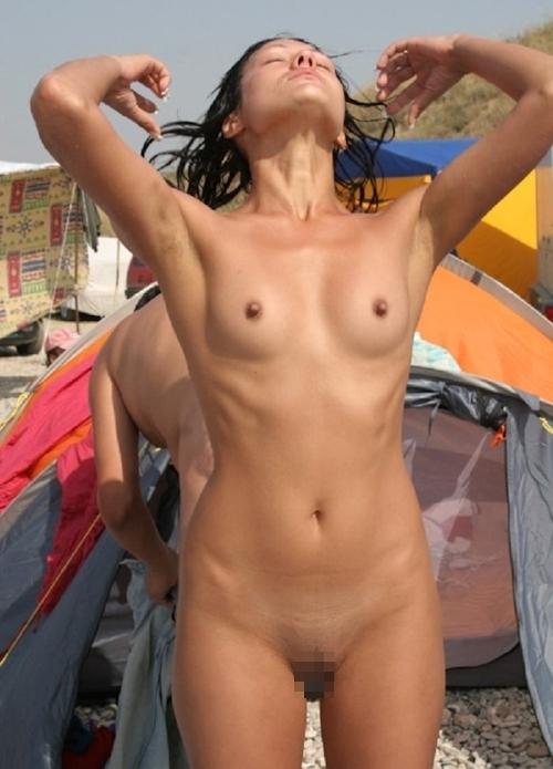 ヌーディストビーチにいた美女のヌード画像特集11 12