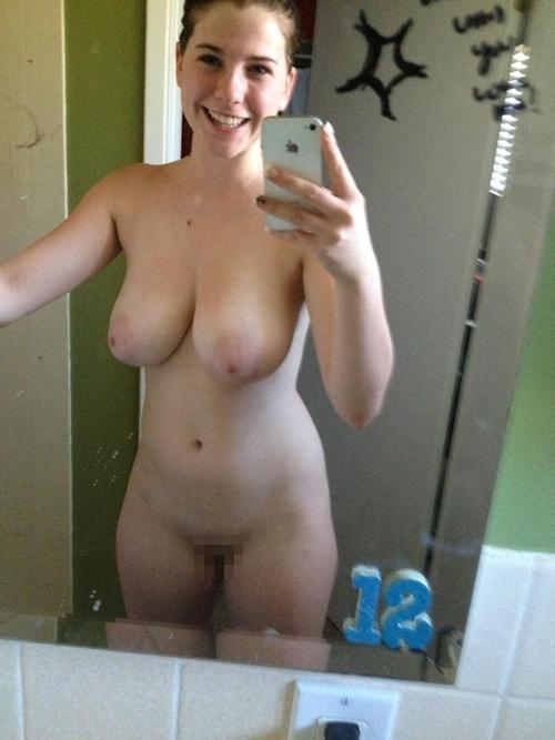 爆乳な西洋素人美女の自分撮りヌード画像 9
