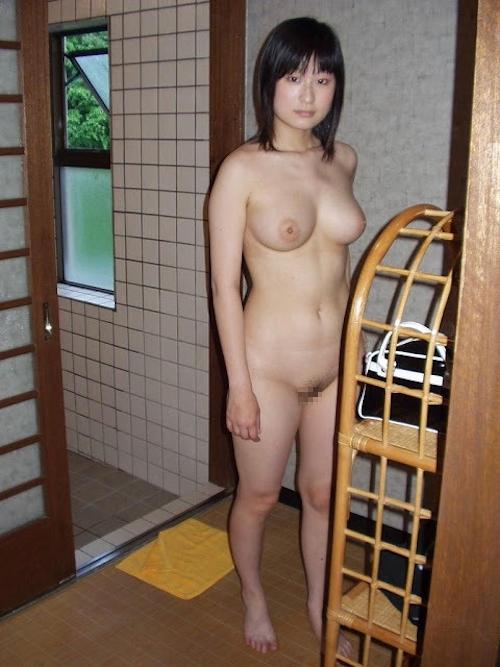 巨乳な素人美女の入浴ヌード&マ○コくぱぁ画像 6