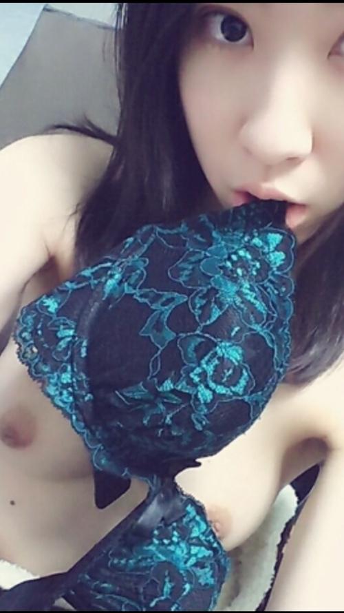 美乳&美尻な素人美少女の自分撮りヌード画像 6