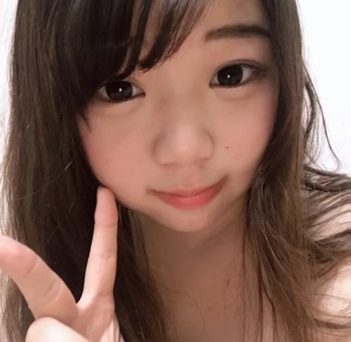 童顔巨乳な美少女の自分撮りおっぱい画像 1
