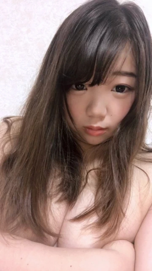 童顔巨乳な美少女の自分撮りおっぱい画像 3