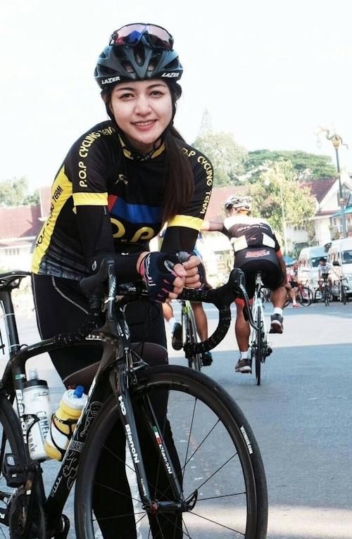 タイの美人サイクリストの自分撮りヌード画像 1