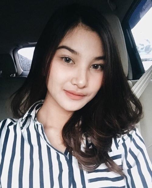 アジアン美女の自分撮りおっぱい画像 1