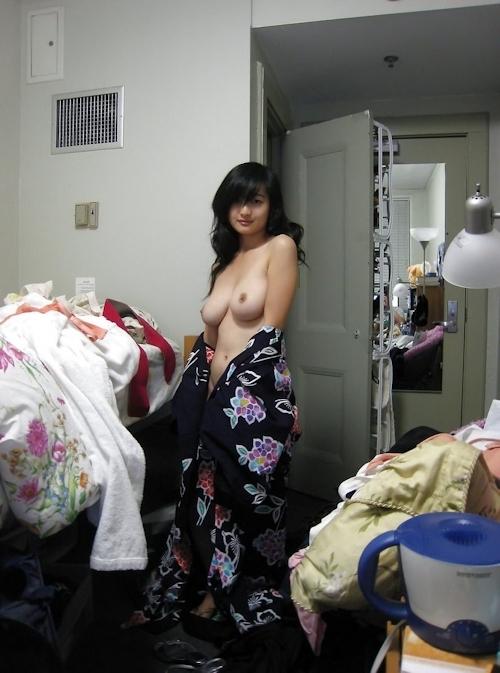 浴衣を着た巨乳アジアン美女のヌード画像 3