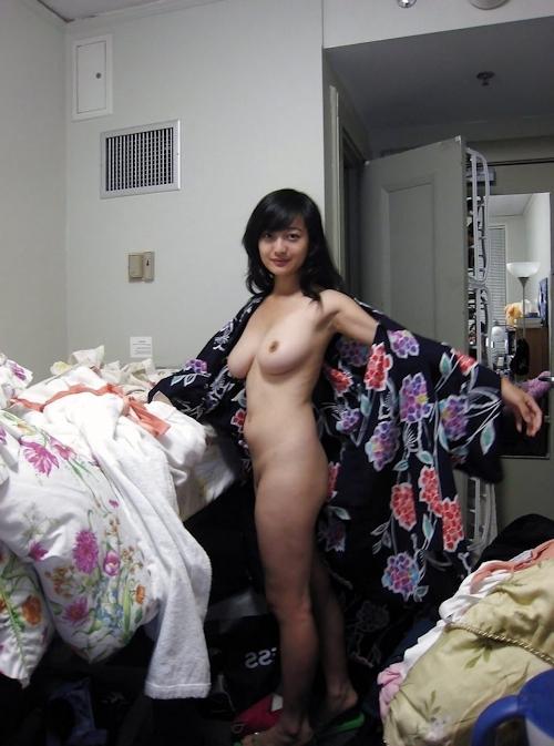 浴衣を着た巨乳アジアン美女のヌード画像 4