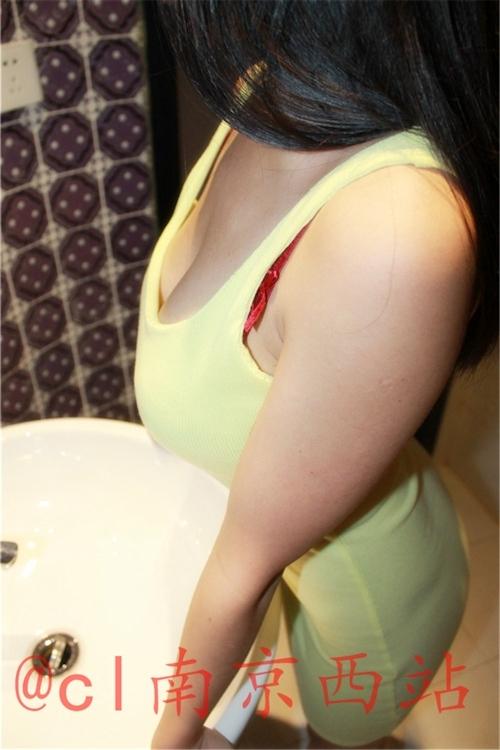 美乳な中国女性のヌード画像 2