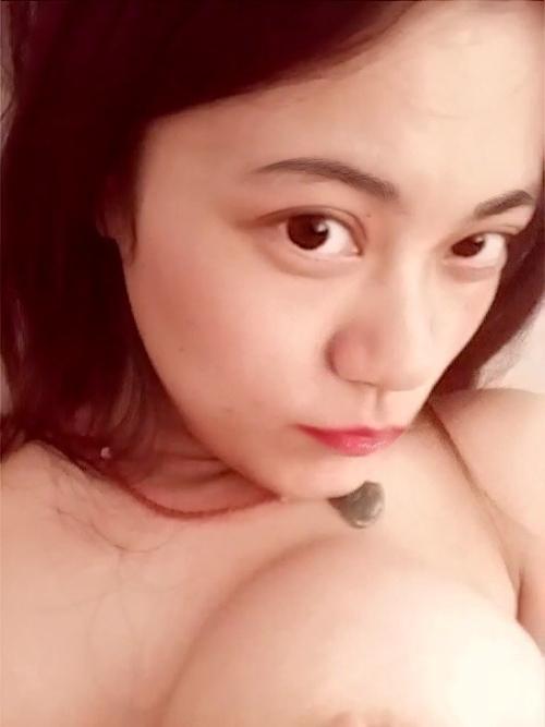 巨乳な中国美人ナースのプライベートヌード画像 6