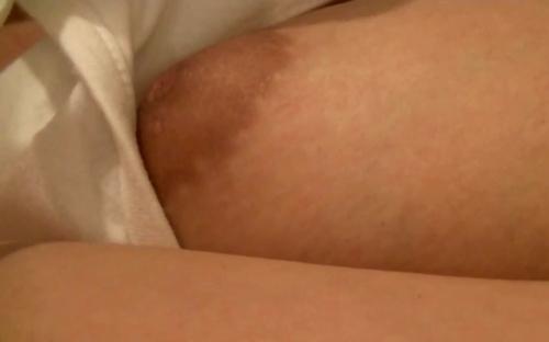 熟睡してる素人美少女のおっぱい&乳首画像 6