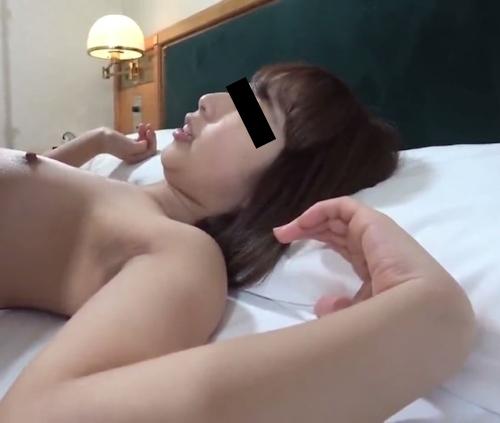 貧乳でヤリマンな素人女性のハメ撮り画像 3