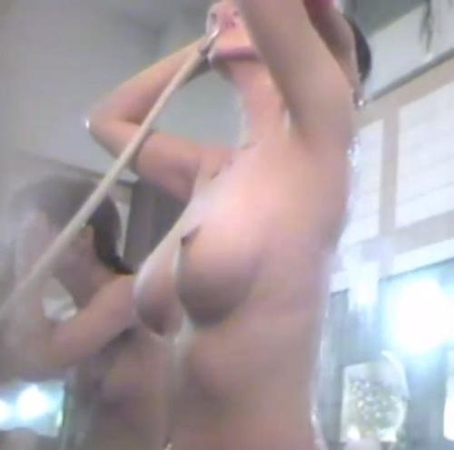 銭湯で盗撮された!? 巨乳女性のヌード画像  3