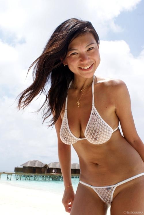 スケスケビキニ美女のセクシー画像 2