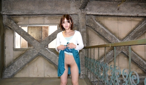 素人美女のマ○コ露出画像 4