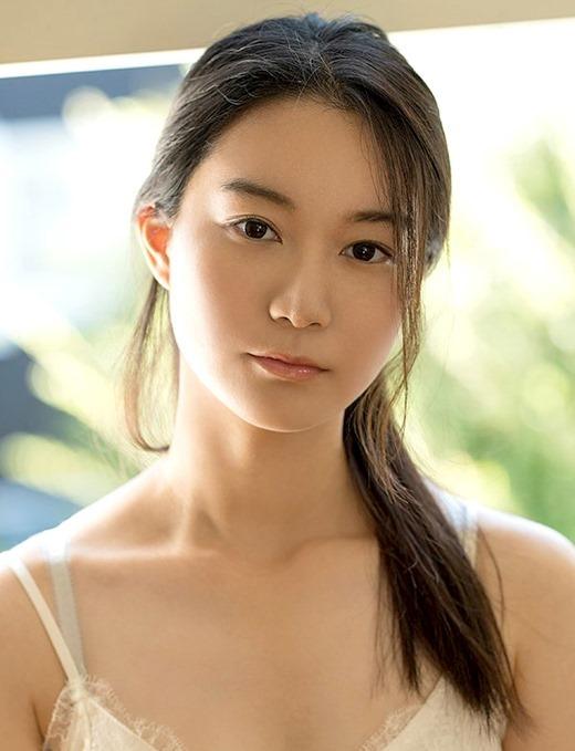 あゆみ莉花 婚約中の美少女が魅せる3Pセックス画像