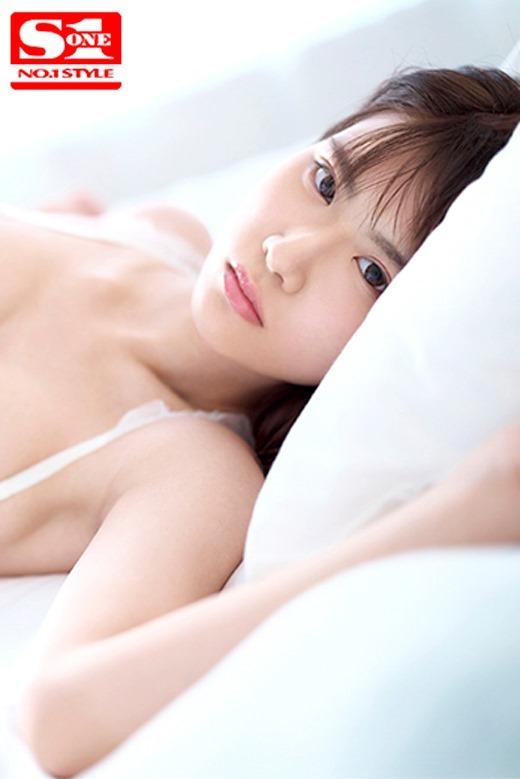 泉ゆり 長身スレンダーボディの美少女画像