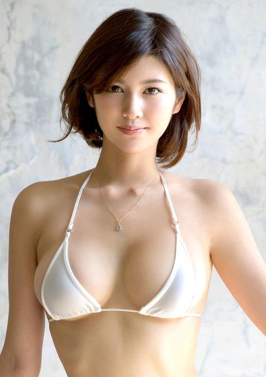 美乃すずめ 話題のスレンダーボディ美女のAV女優画像