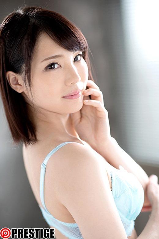 鈴村あいり 濃密な接吻に溺れる美少女画像