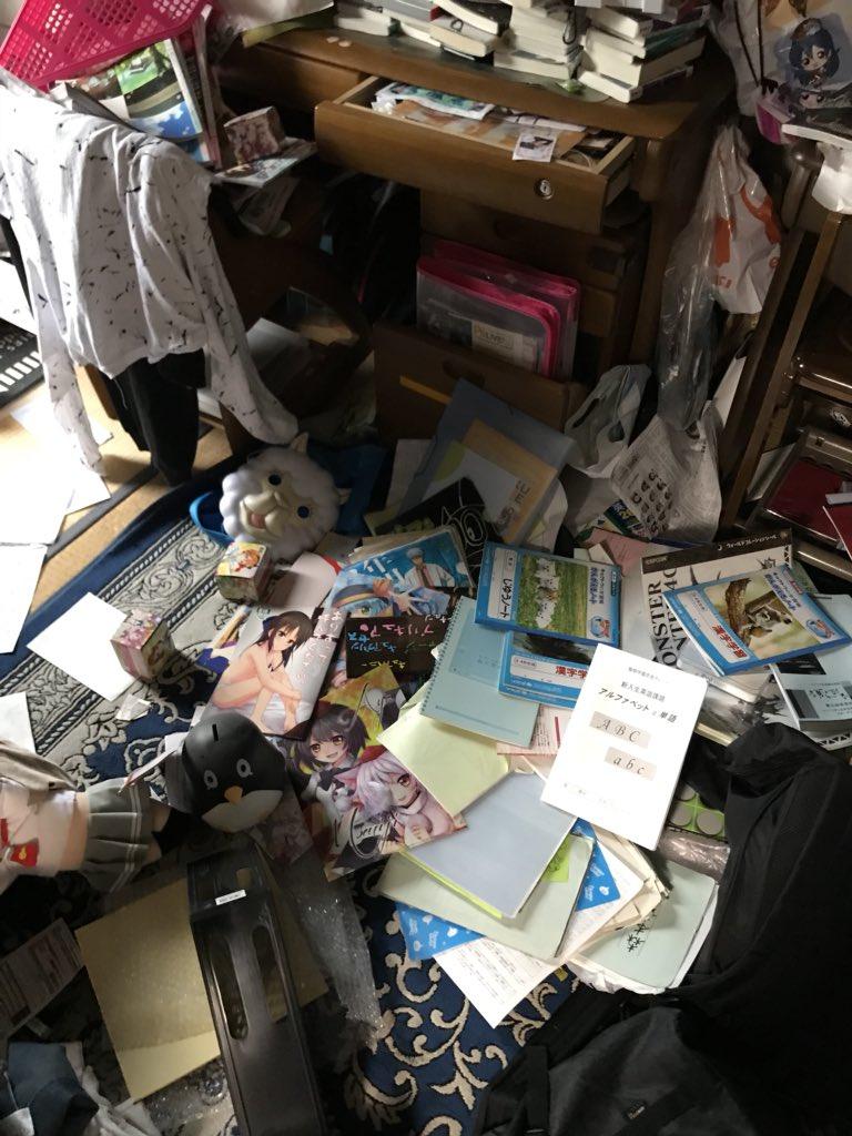 【画像】ツイ民「おい!地震のせいで俺が同人誌隠し持ってんの母親にバレたんだが!!!」