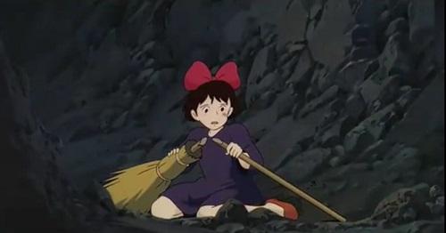 【速報】宮崎駿「キキが飛べなくなった理由は女の子ならわかる(ニチャァ」 ←結局どういう理由なん?