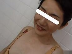 【無】品のあるショートカット四十路妻が裸エプロン姿でパコられまくる♪||