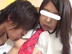【無】美乳美尻の童顔口リカワ娘が制服姿で生ハメ中出し!||