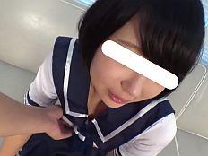 【無】制服姿の黒髪童顔萌えカワ娘がカレシが居るのにオッサンチ●ポを生ハメされてガクガク痙攣♪||