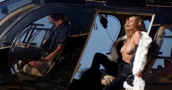 Kate-Moss-Topless (1)
