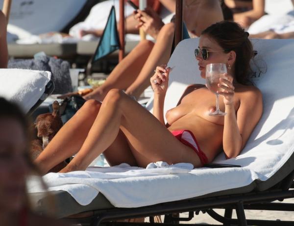 Petra-Kladivova-Sexy-Topless (8)