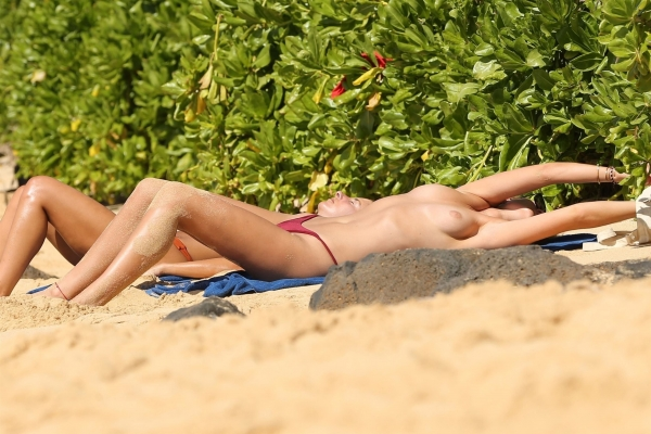 Toni-Garrn-hawaii (2)