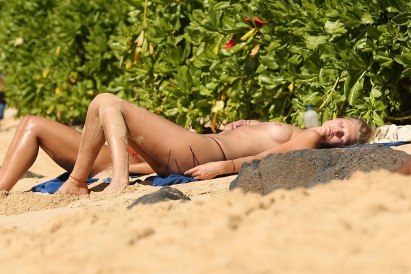 Toni-Garrn-hawaii (8)