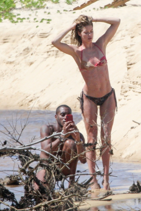 Doutzen-Kroes-Beach (6)
