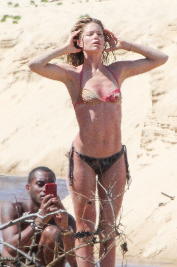 Doutzen-Kroes-Beach (3)