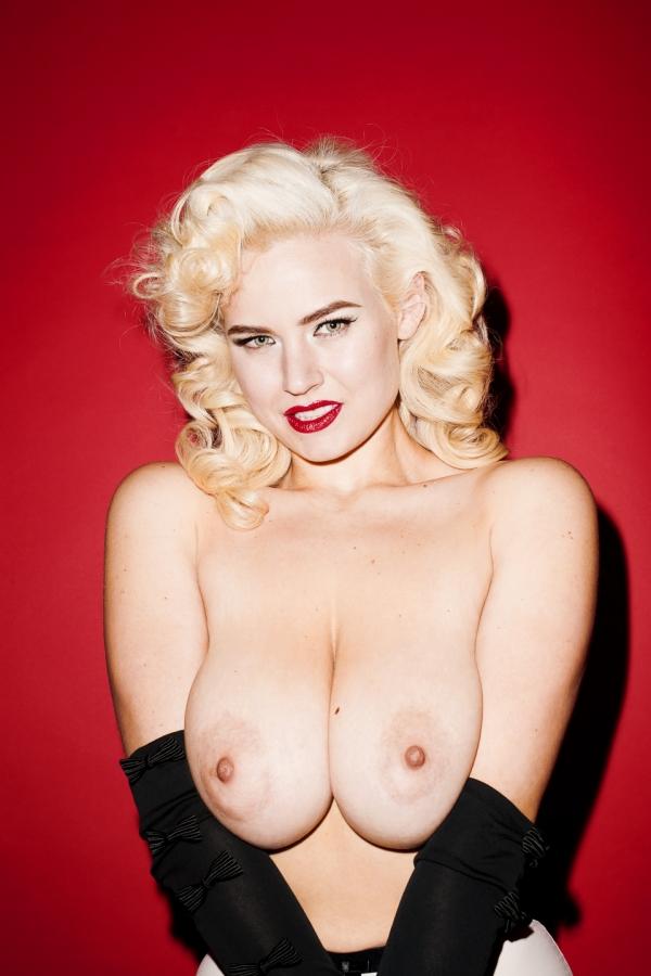 Gia-Genevieve-Naked-9.jpg