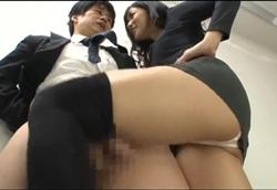 OL痴女上司のニーハイ美脚責め お説教太腿コキ!大槻ひびき2