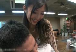 誘惑美容室 髪を切りながらオッパイを押し付けてくるカリスマ痴女美容師!水川スミレ1