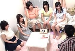 都内名門大学の女子寮に忍び込み巨乳5人とハーレム体験!