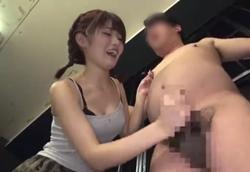 【痴女】射精しても止めてくれない!悶絶手コキ責めM男虐め!!
