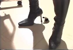 【フェチM男】小人男と黒ブーツ美脚女医1