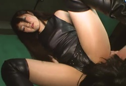 【M男】着衣女王様の椅子にさせられ、無理やりシゴかれ、窒息寸前顔面騎乗玩具調教!