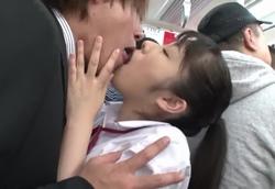 唾液ダラダラ接吻誘惑逆ちかん舐めまくり痴女子校生!1