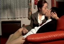 メガネ痴女教師の卑猥な濃厚接吻手コキ!1