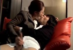 メガネ痴女教師の卑猥な濃厚接吻手コキ!2