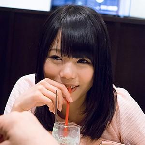 ソフトクリーム屋さんでバイトしていた黒髪美少女はアイスを舐めるように亀頭をレロレロしてくれたw ゆうなちゃん